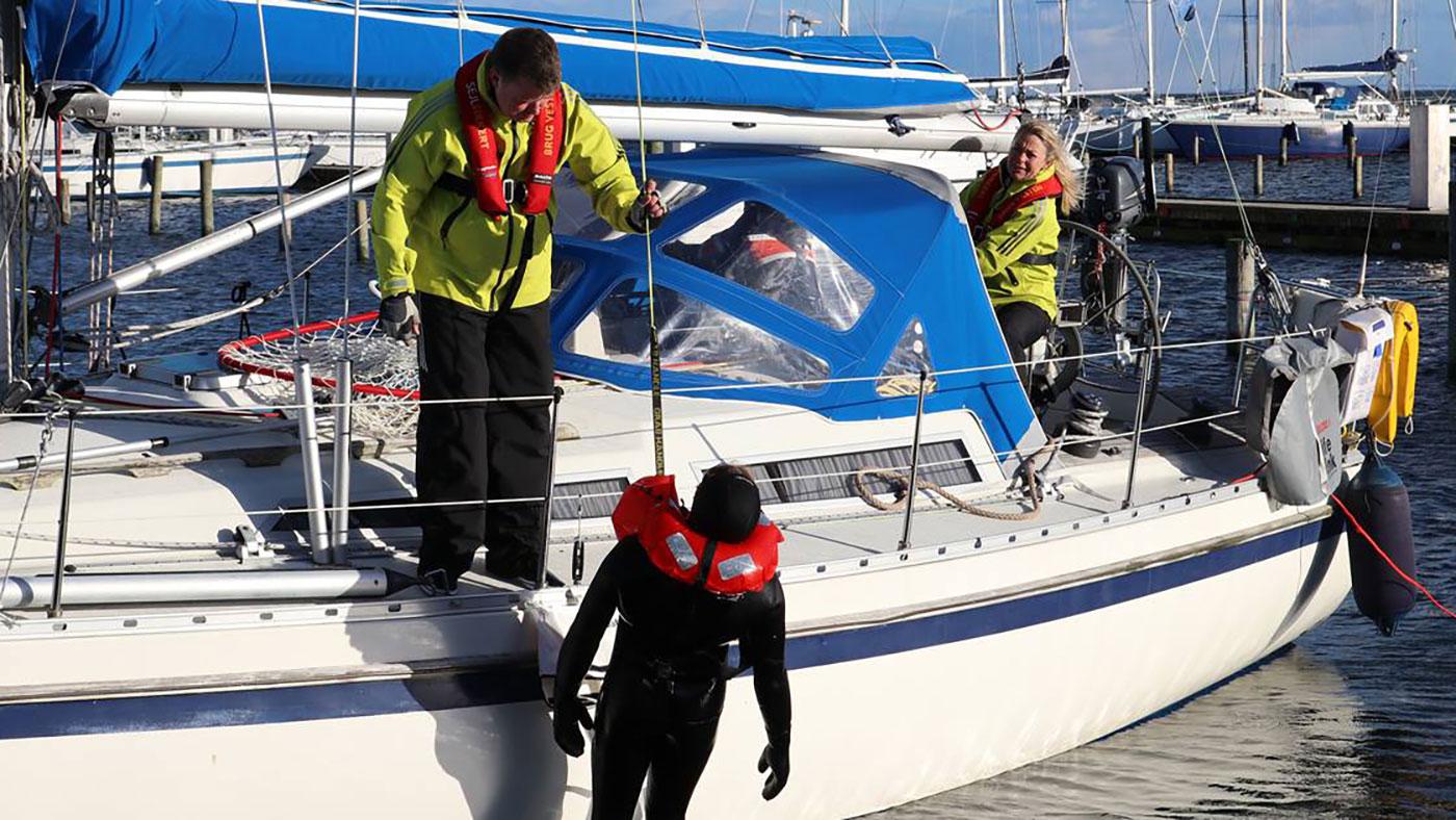 Sikkerheds-demonstration i havnen