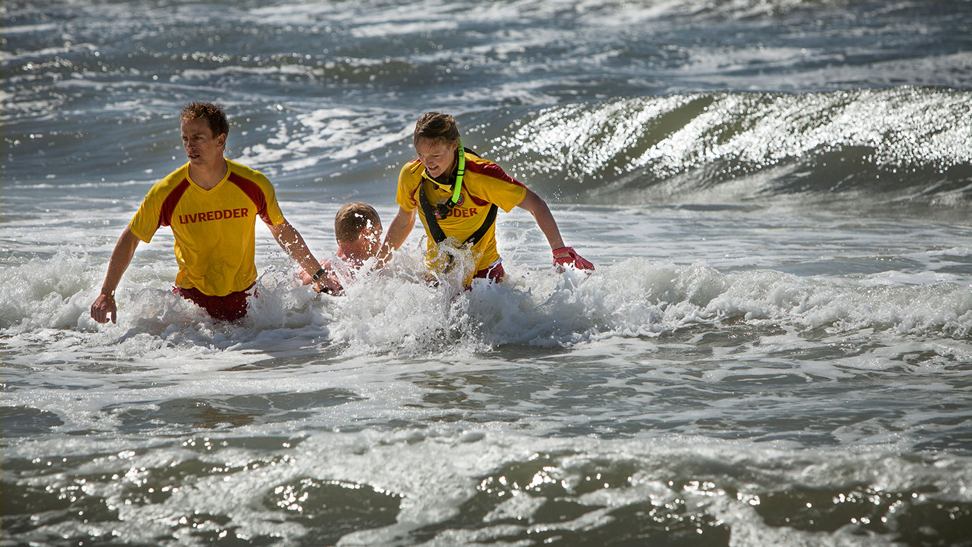 Sidste uges redningsktioner understeger, hvor vigtigt det er aldrig at bade alene.