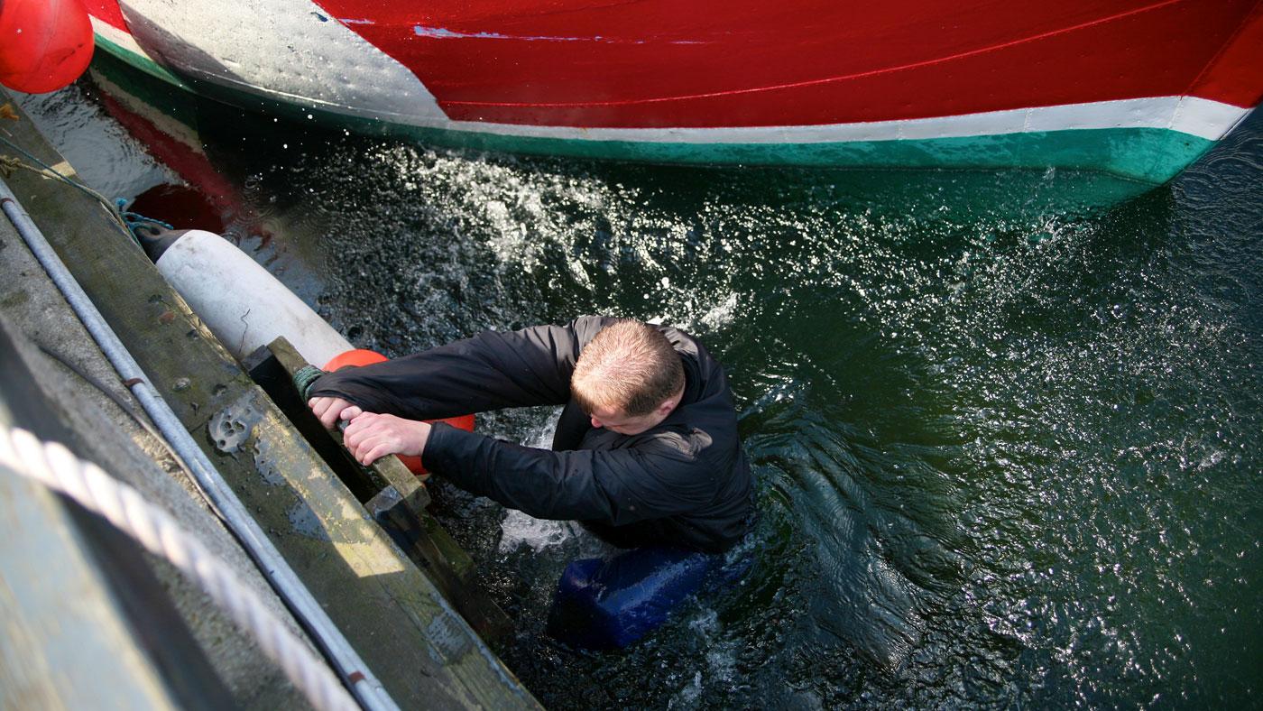 Det kan være svært at komme op af vandet på både- og havnemoler. Derfor er det vigtigt at du ved, hvordan du bedst kommer op fra vandet - her kan du få råd til hvordan.